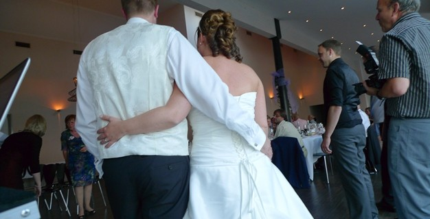 Der Einzug des Brautpaares in den Festsaal